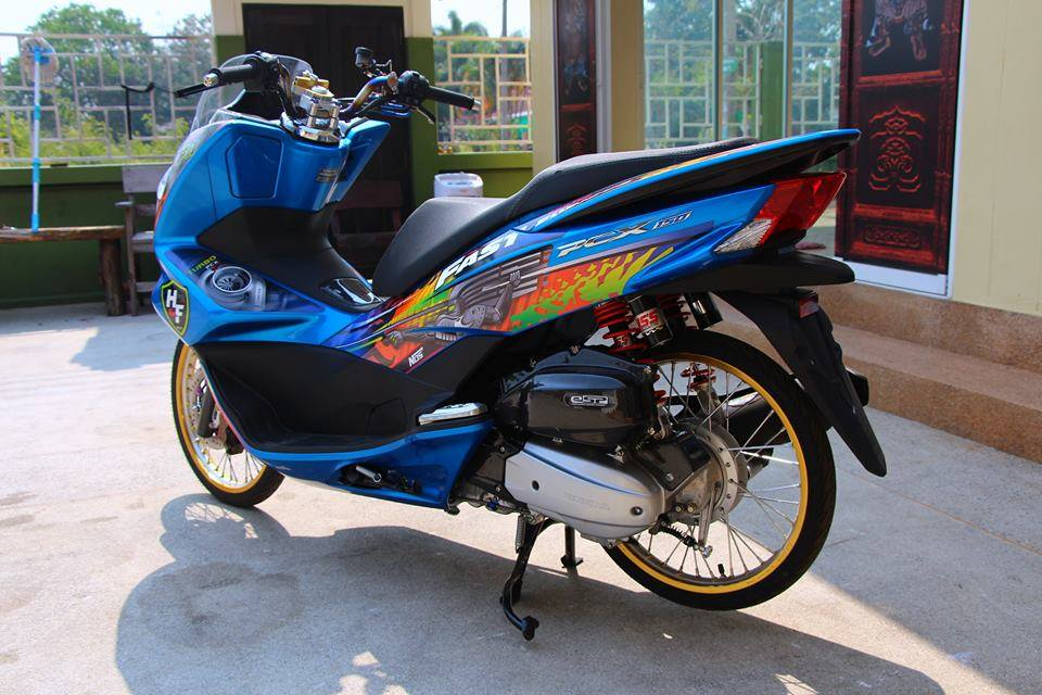 PCX 150 do kieng doc dao voi doi chan mong manh cua biker nuoc ban - 9