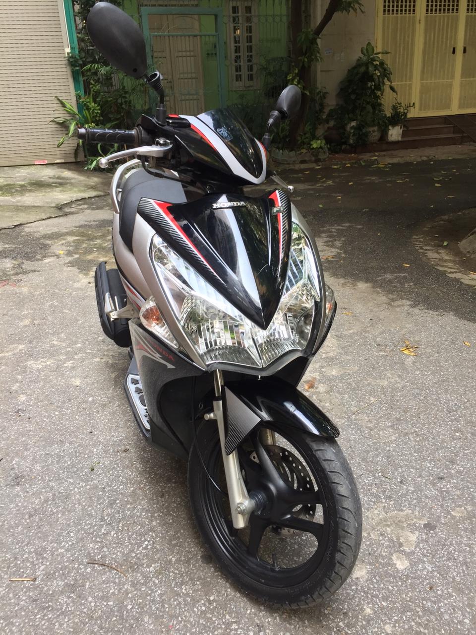 Rao ban Honda Airblade fi 2011 den bac chinh chu dung tot 24tr - 2