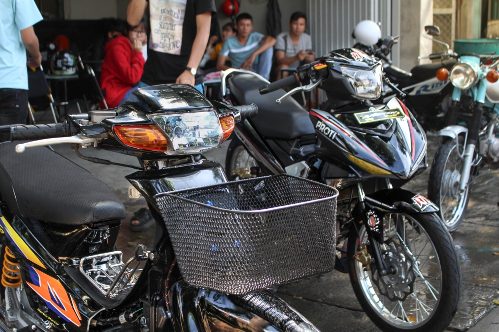 Exciter 150 do banh cam voi tem dau an tuong cua biker Kontum - 5