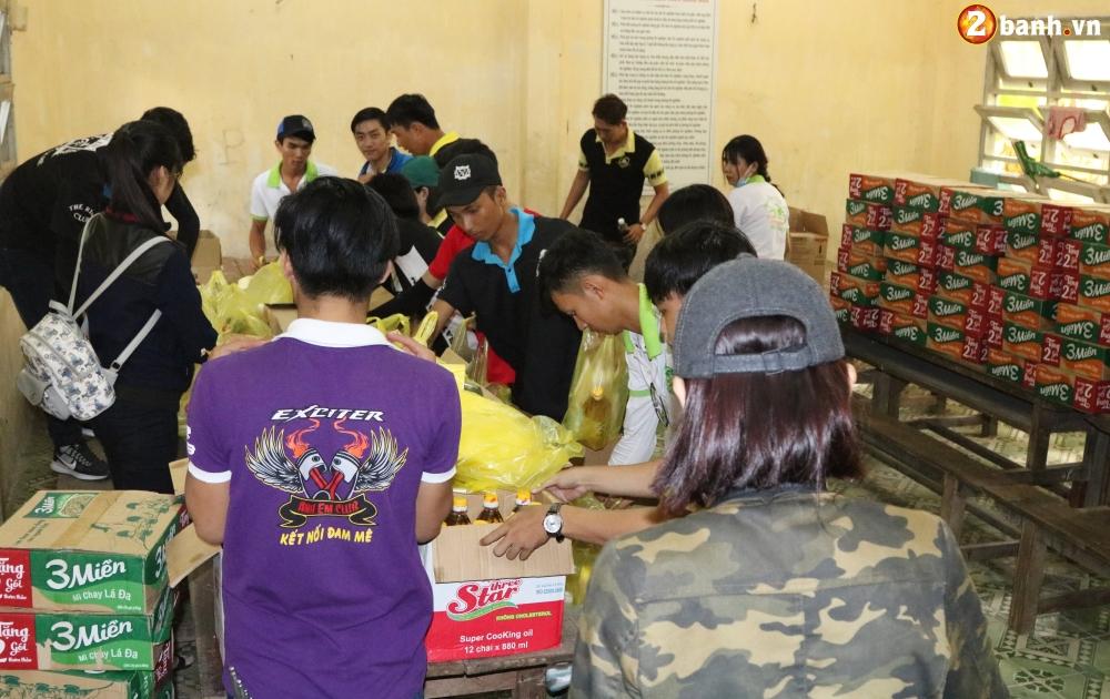 Team Exciter Volunteer HCM Dam me chia se trao yeu thuong lan III - 7