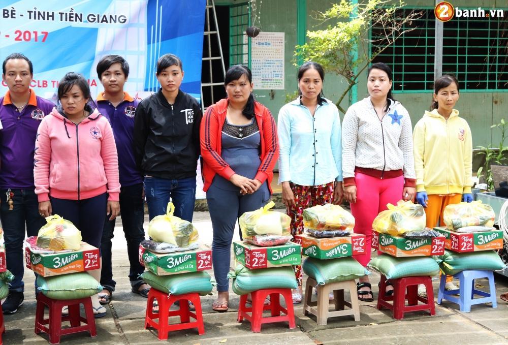 Team Exciter Volunteer HCM Dam me chia se trao yeu thuong lan III - 18
