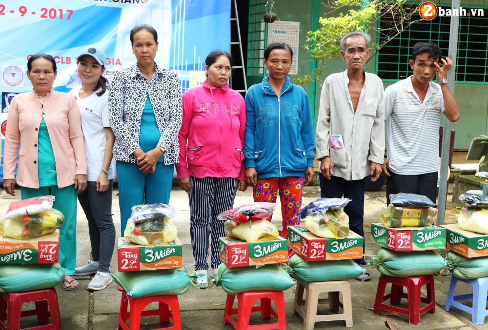 Team Exciter Volunteer HCM Dam me chia se trao yeu thuong lan III - 21