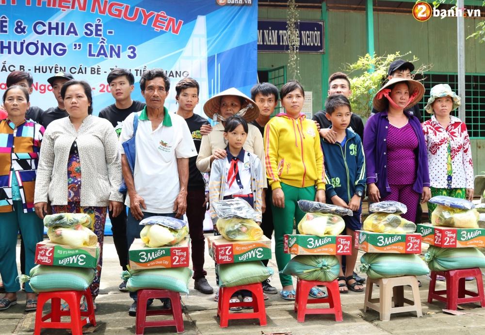 Team Exciter Volunteer HCM Dam me chia se trao yeu thuong lan III - 30