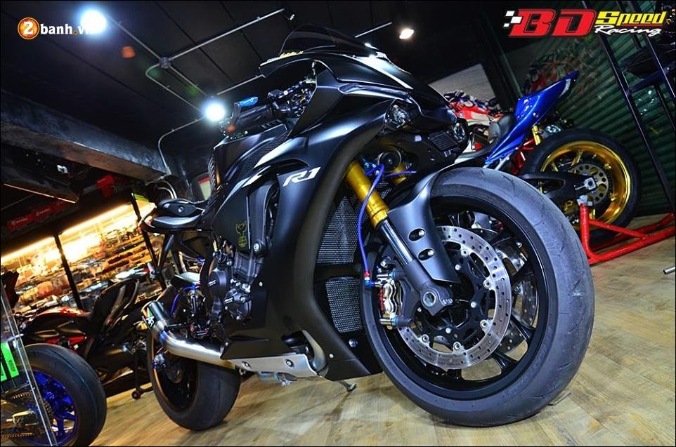 Yamaha R1 do Bao den lanh lung trong mau den huyen bi - 3