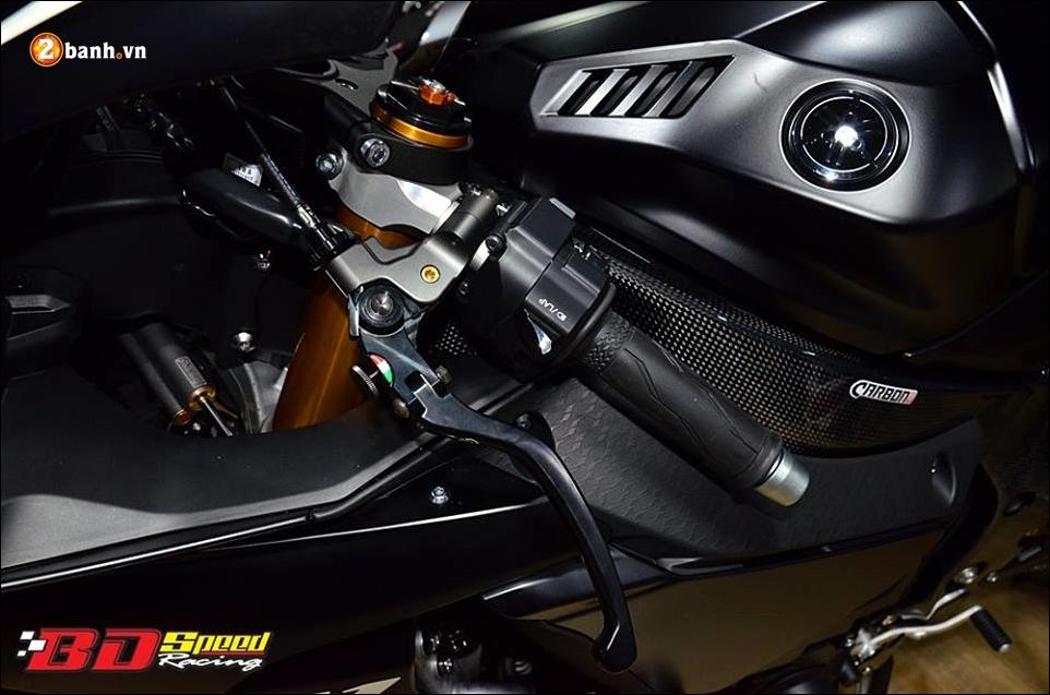 Yamaha R1 do Bao den lanh lung trong mau den huyen bi - 7