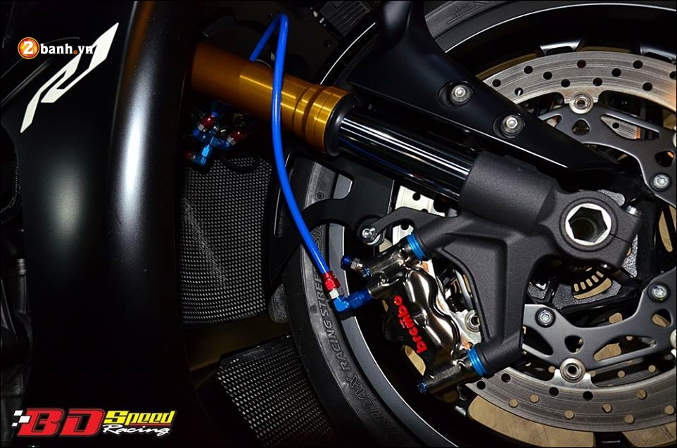 Yamaha R1 do Bao den lanh lung trong mau den huyen bi - 9