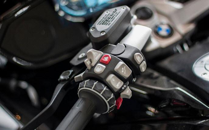 BMW K1600B 2018 dau tien cap cang Sai Gon voi gia 125 ty dong - 4