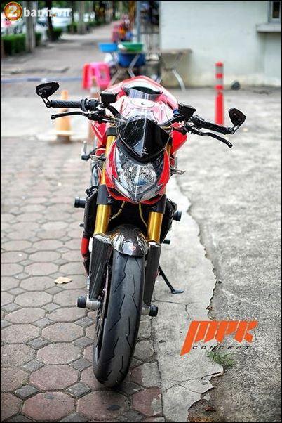 Ducati Streetfighter phieu cung ga du con duong pho Italia - 3