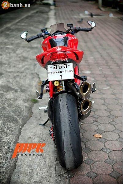 Ducati Streetfighter phieu cung ga du con duong pho Italia - 5