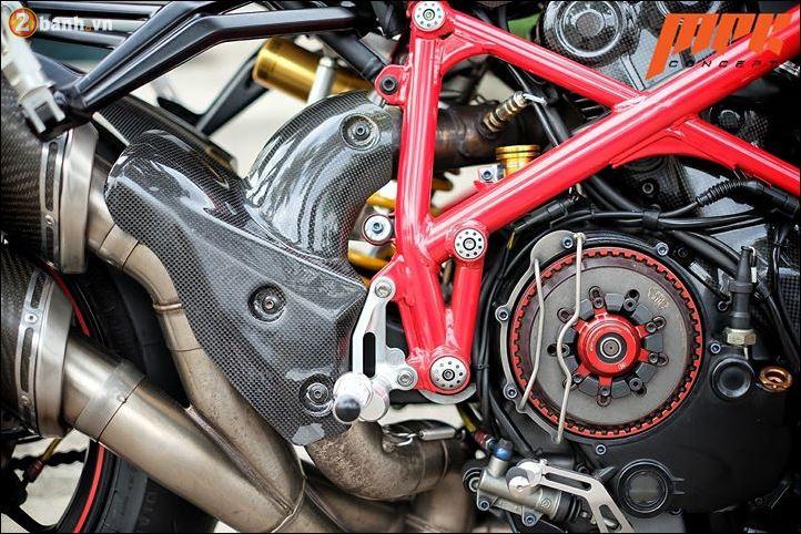 Ducati Streetfighter phieu cung ga du con duong pho Italia - 9