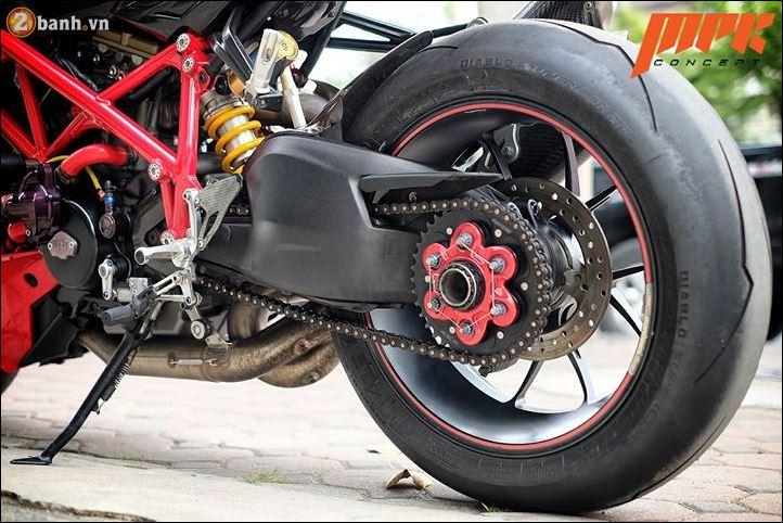 Ducati Streetfighter phieu cung ga du con duong pho Italia - 11