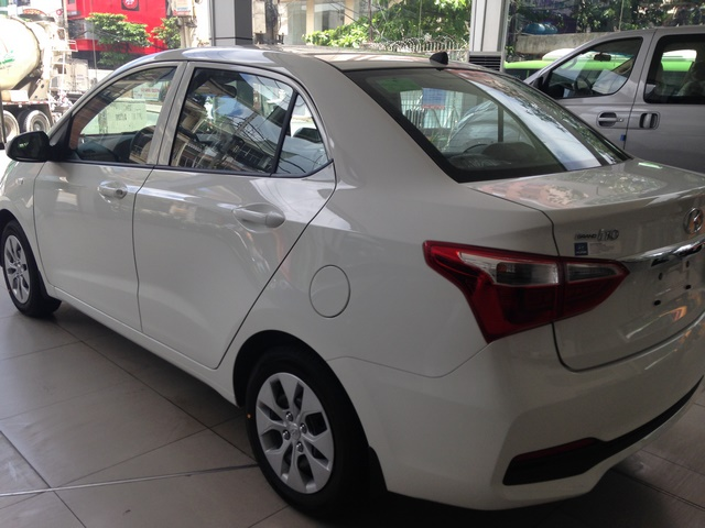 Gia xe Hyundai i10 2018 12MT base du mau giao xe ngay - 3