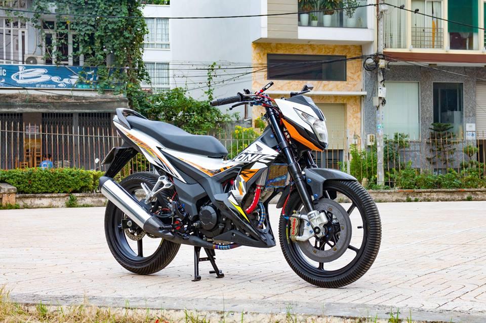 Honda Sonic 150R do cuc KHUNG voi khoi do choi hoang toc cua biker Viet