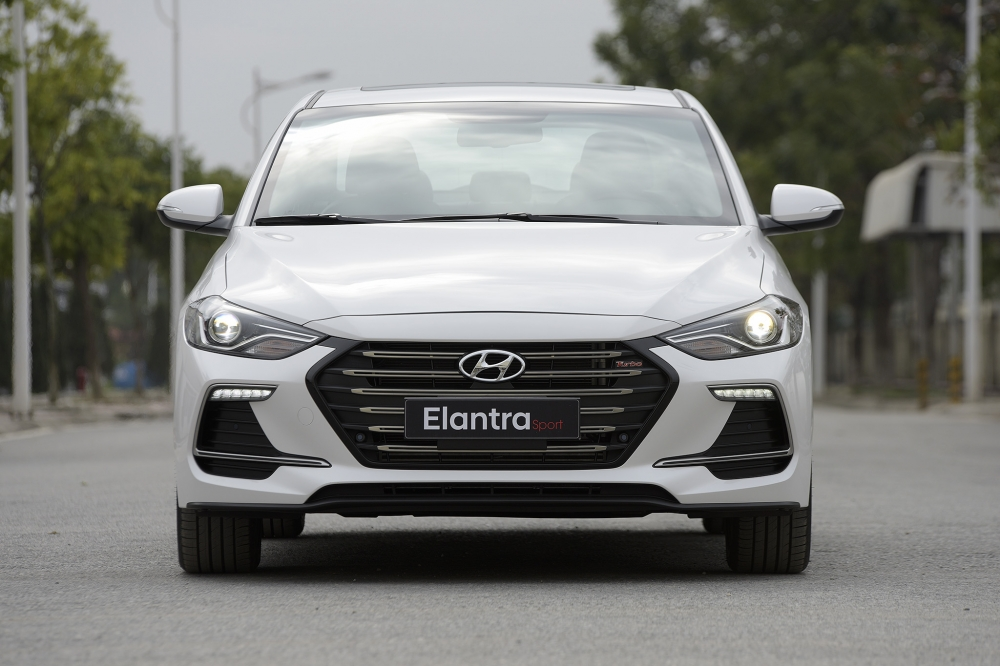 Hyundai Vinh mo ban phien ban the thao Hyundai Elantra Sport