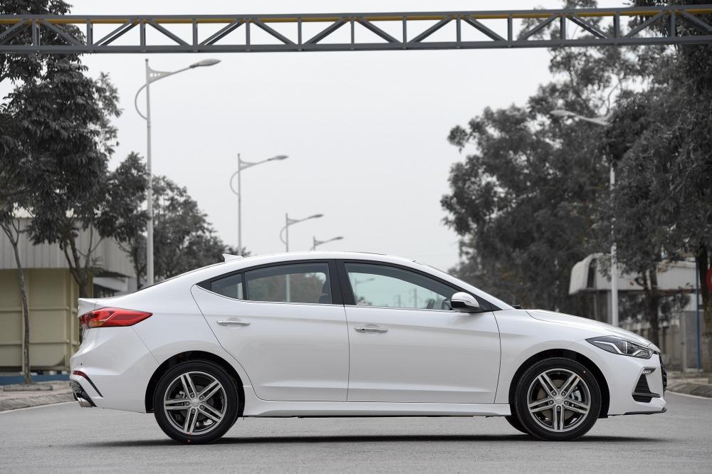 Hyundai Vinh mo ban phien ban the thao Hyundai Elantra Sport - 3