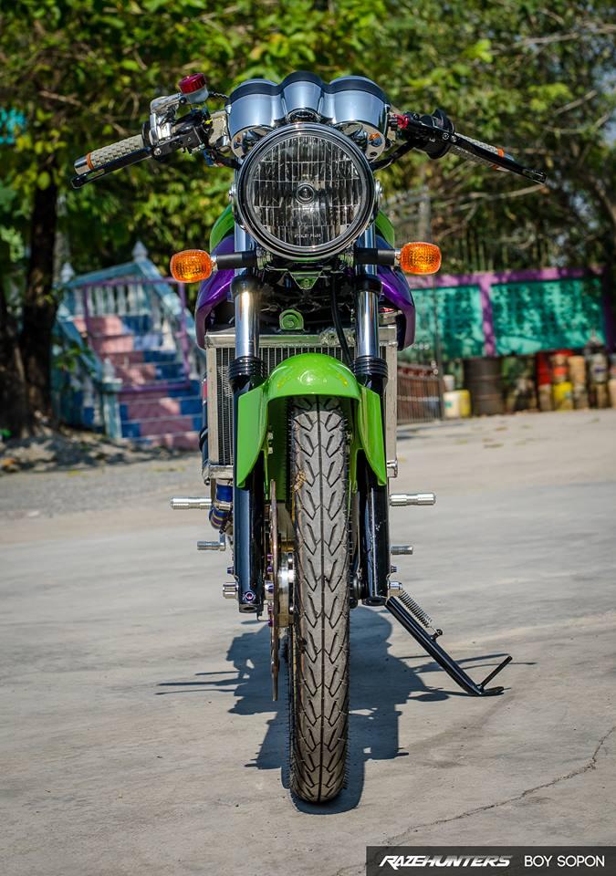 Kawasaki VictorSE 150 Dua con toc do voi loat do choi Khung - 3