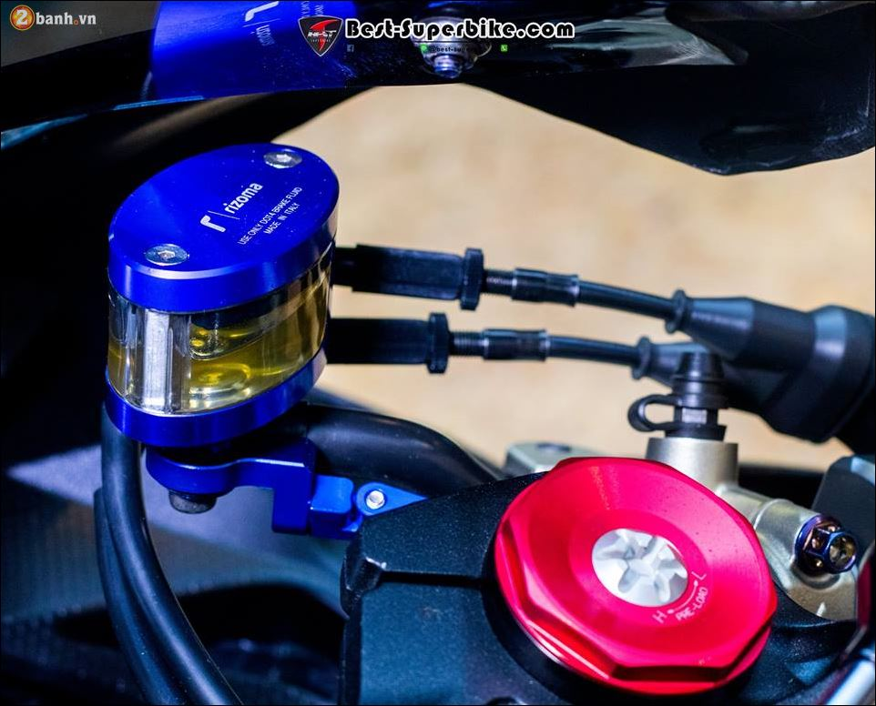 Kawasaki ZX10R ban do buc pha khong ty vet tu option Carbon Clever Wolf - 9