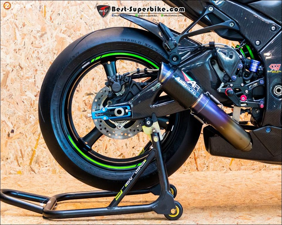 Kawasaki ZX10R ban do buc pha khong ty vet tu option Carbon Clever Wolf - 13