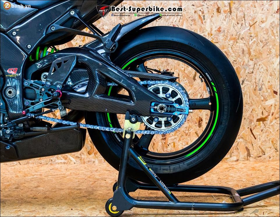 Kawasaki ZX10R ban do buc pha khong ty vet tu option Carbon Clever Wolf - 15