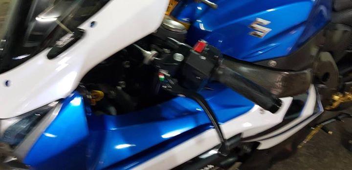 Suzuki GSXR1000 lot xac tao bao cung dan chan Marchesini - 5