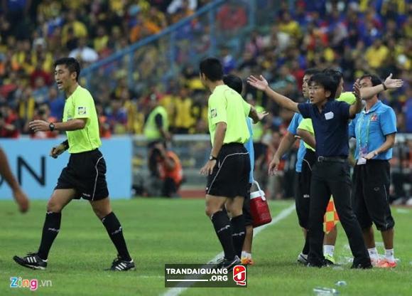 Trong tai xu ep DT Viet Nam o AFF Cup 2014 bat tran chung ket U23 - 2