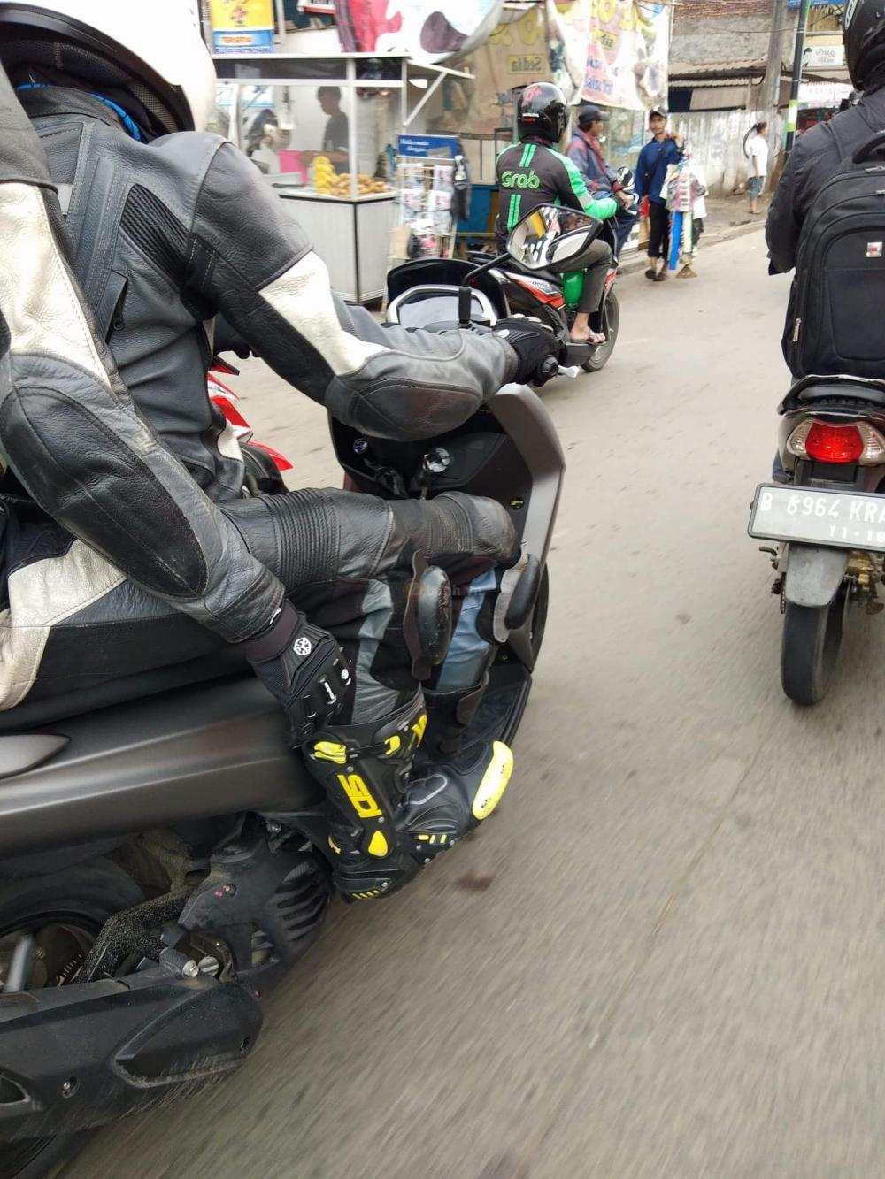 Yamaha Lexi 125 2018 Lo anh tren duong chay thu - 2