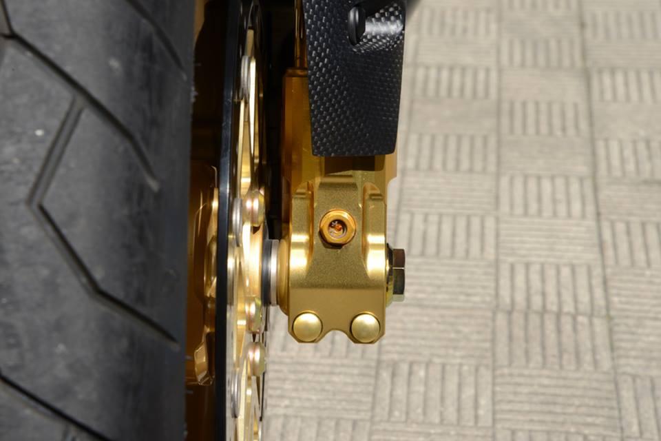 Yamaha R1 chien ma toc do lot xac khong tuong tu trang bi khung - 13