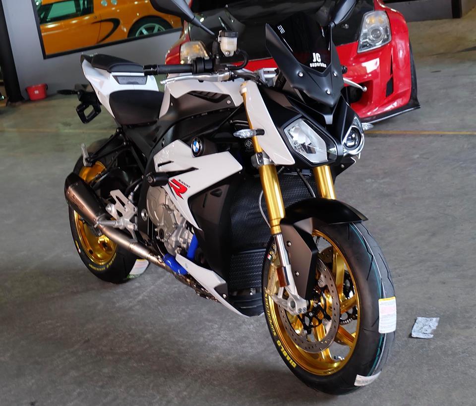 BMW S1000R Nakedbike ca tinh ben dan chan khieu goi - 3