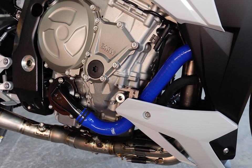 BMW S1000R Nakedbike ca tinh ben dan chan khieu goi - 5