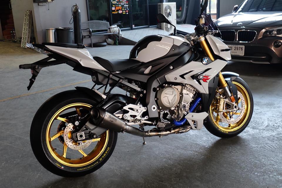 BMW S1000R Nakedbike ca tinh ben dan chan khieu goi - 7