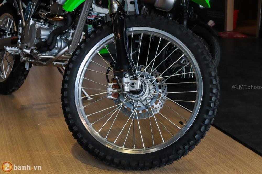 Can canh chi tiet Kawasaki KLX 250 gia tu 121 trieu dong - 7