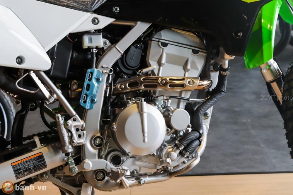 Can canh chi tiet Kawasaki KLX 250 gia tu 121 trieu dong - 15