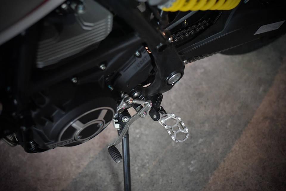 Ducati scrambler Desert sled ban nang cap day suc hut - 11