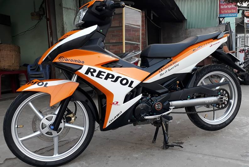 Exciter 150 do dan chan Racing boy dam chat the thao trong bo canh Repsol - 3