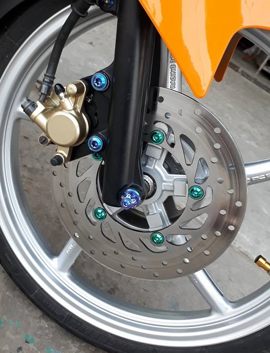 Exciter 150 do dan chan Racing boy dam chat the thao trong bo canh Repsol - 5