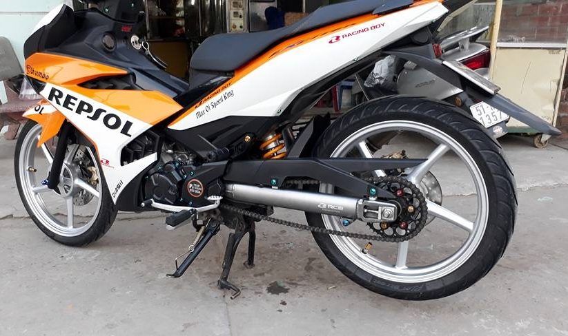 Exciter 150 do dan chan Racing boy dam chat the thao trong bo canh Repsol - 9