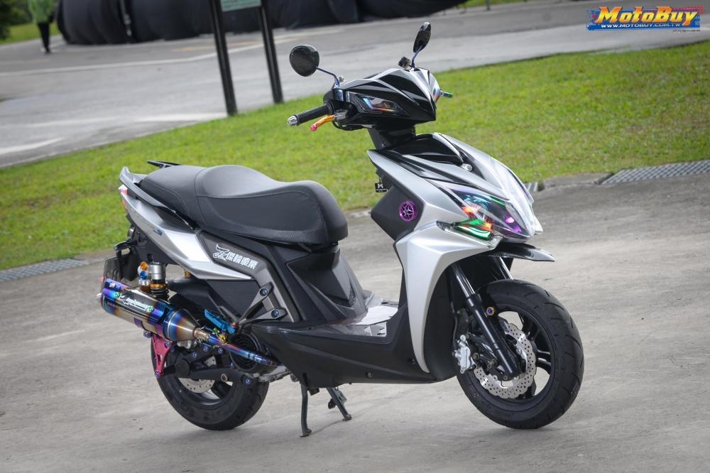 KYMCO RacingS 150 do dang cap voi khoi do choi hieu cua biker xu Dai - 6