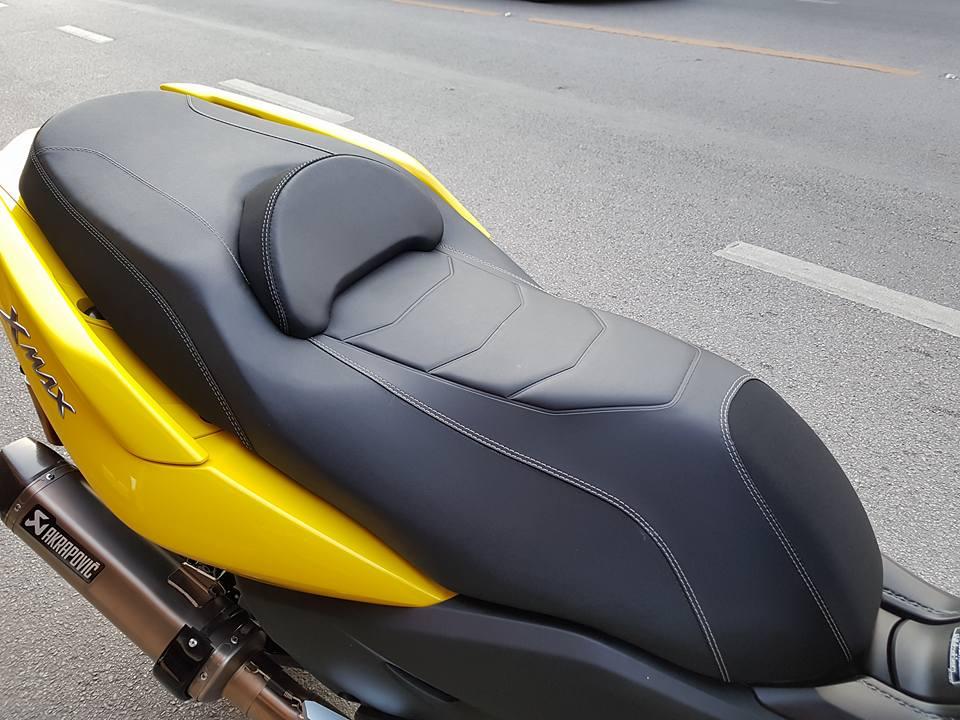 Yamaha XMAX 400 trang bi tan rang voi dan do choi hang hieu - 9