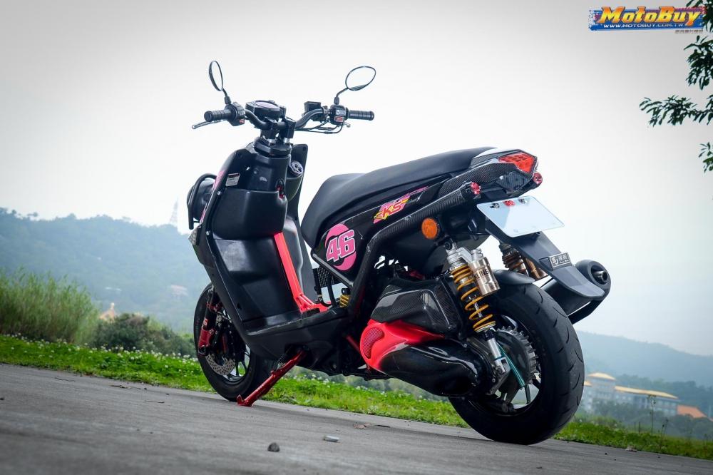 BWSX 125 do cuc chat do dang ben bong hong xam tro cua biker xu Dai - 3