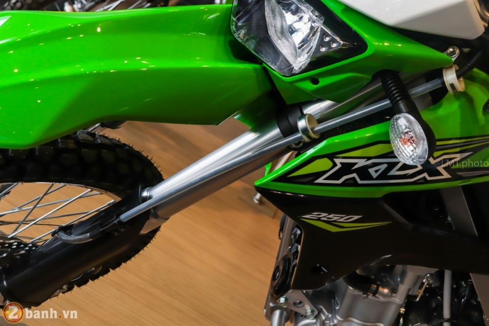 Can canh chi tiet Kawasaki KLX 250 gia tu 121 trieu dong - 10