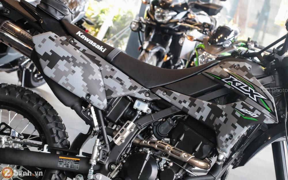 Can canh Kawasaki KLX250 Camo gia 126 trieu dong - 4