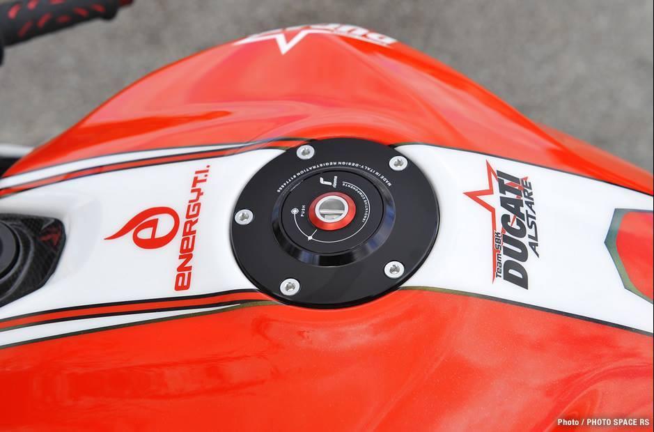 Ducati 1199 Panigale co may mang day cong nghe khoac ao tem dau - 4
