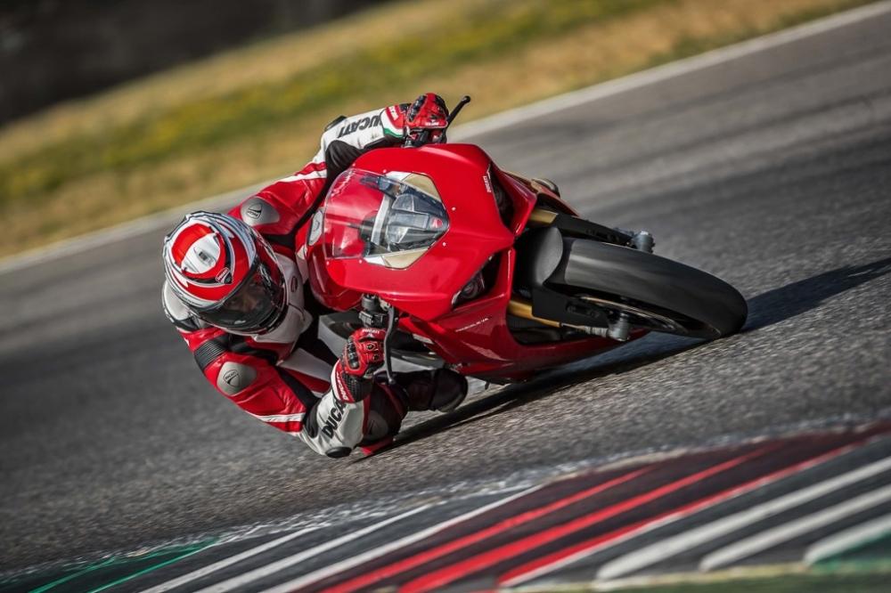 Ducati Panigale V4 2018 dot ngot boc chay khong ro nguyen nhan - 2