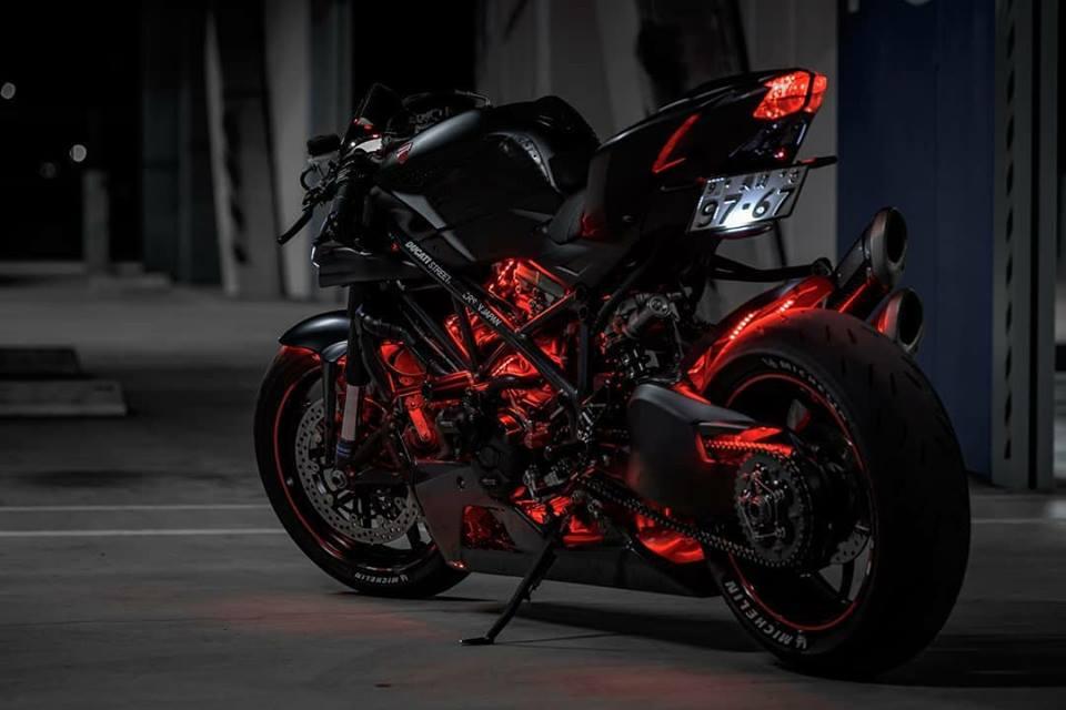 Ducati Streetfighter 848 ga con do duong pho tao dang cuc ngau duoi tang ham toi den - 5