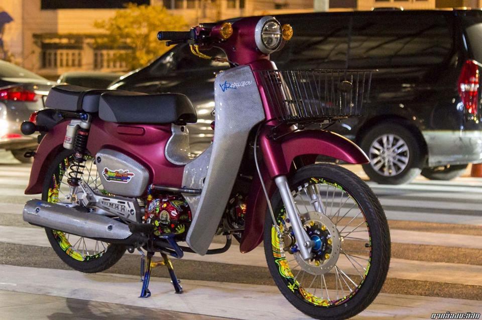 Honda Cub do mang ve dep duyen dang cua biker nuoc ban - 3