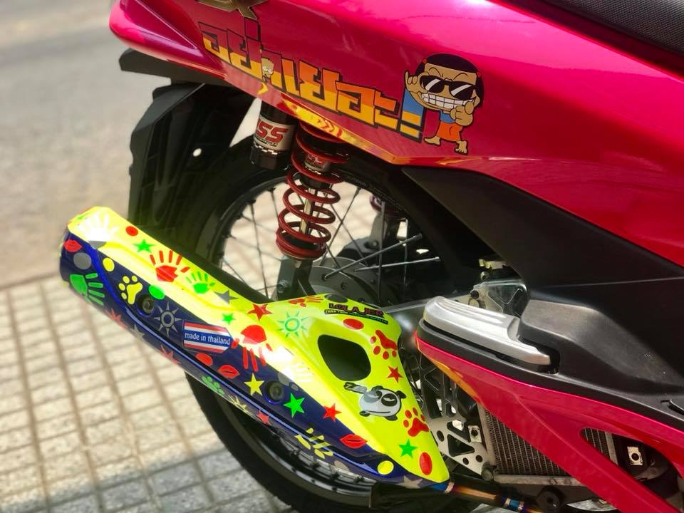 Honda PCX cua chang Biker Viet lot xac phong cach Thai day xinh xan - 9