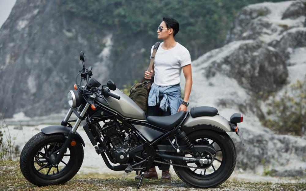 Honda Rebel 300 day phong tran khi do dang cung nguoi mau Nguyen Duy Minh - 2