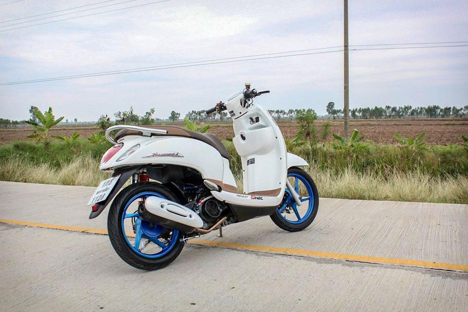 Honda Scoopy do ca tinh voi option do choi kieng gia tri cua dan choi Thailand - 3