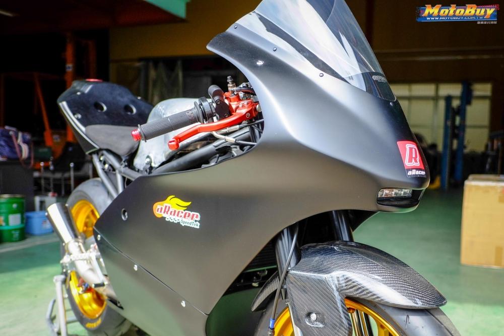 Kawasaki Ninja 250 chien binh Darknight so huu dan chan CNC kich doc - 3