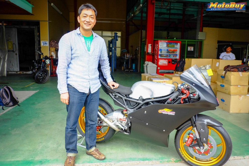 Kawasaki Ninja 250 chien binh Darknight so huu dan chan CNC kich doc - 12